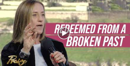 Christine Caine - Choosing to Break My Victim Mentality
